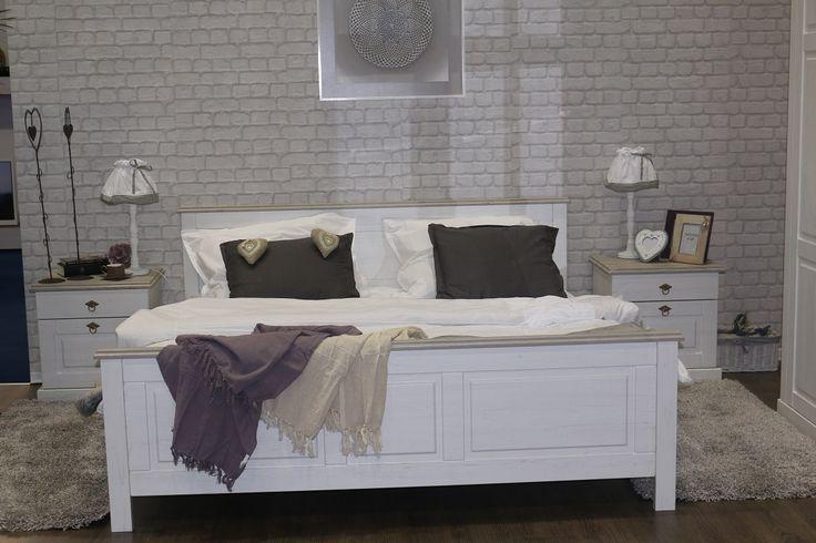 Lima 18 Łoże 180 x 200 Wyjątkowe, antyczne łoże 2 osobowe, pod materac 180 x 200, sprzedawane bez stelaża i materaca. Zaproś komfort i luksus do swojej sypialni.   To piękne i gustowne łoże utrzymane w stylu przypominającym antyczne meble jest niezwykłą pozycją w ponadczasowej kolekcji Lima