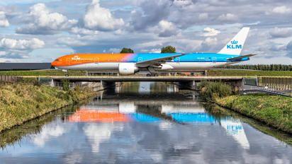 PH-BVA - KLM Boeing 777-300ER photo (1700 views)