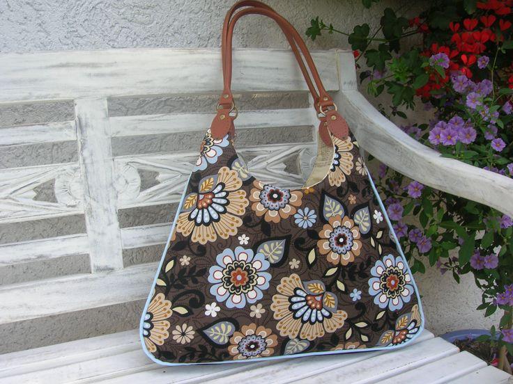 HAZA - Skvostné provedení tašky Alyssy. Moc se mi líbí i bleděmodrá látka na paspulce ve švu tašky. Co myslíte?