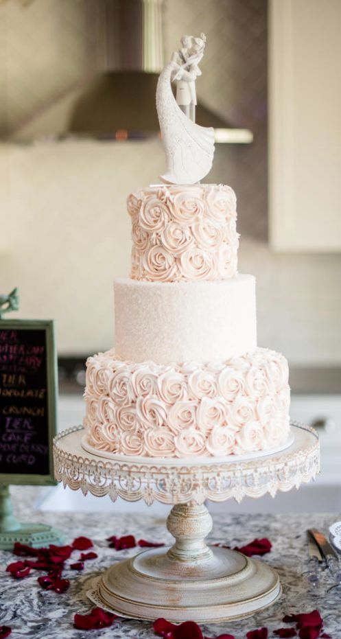Wedding cake idea; Featured Photographer: Powers Studios