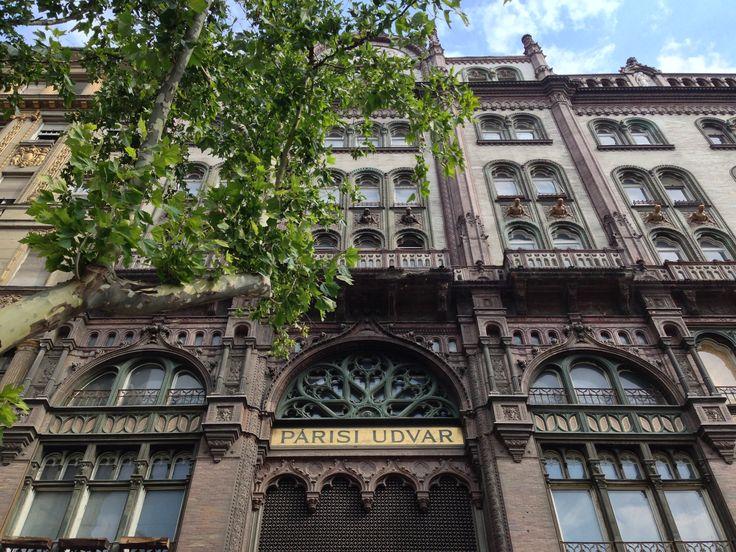 Párisi Udvar Könyvesbolt, vicino a Ferenciek tere