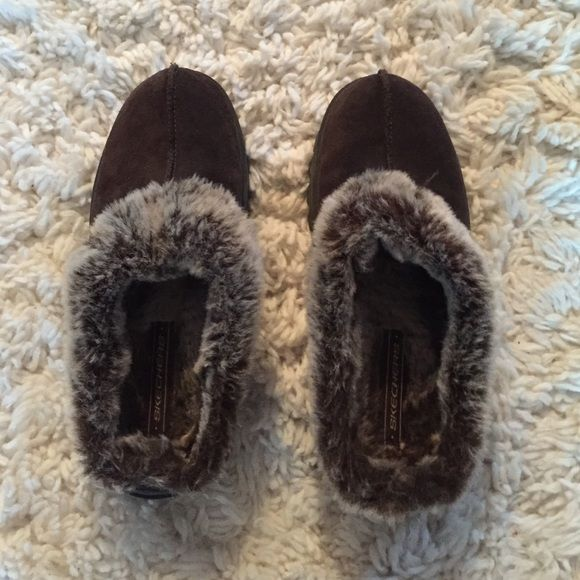 SKECHERS SLIPPERS brand new hardly worn slippers Skechers Shoes Slippers