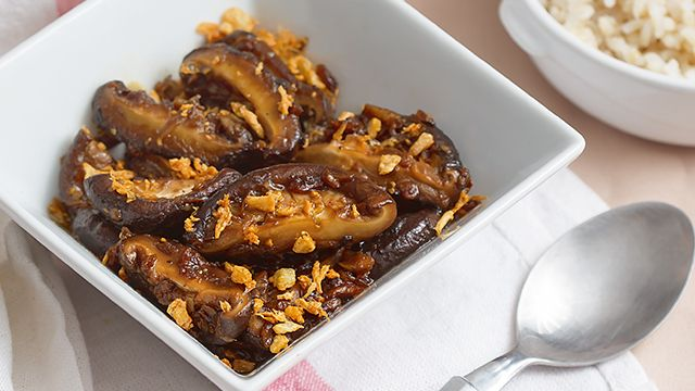 Go meatless with this version of salpicao that uses shiitake mushrooms instead of beef.