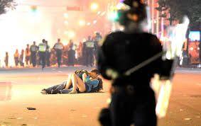 Resultado de imagem para beijo protesto