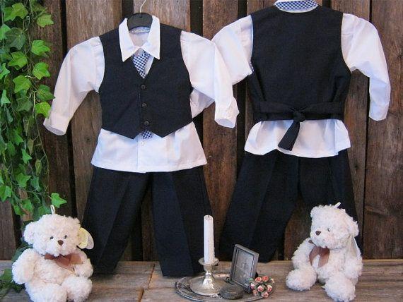 Navy blue linen boys suit. Ring bearer linen outfit by englaCharlottaShop, $105.83 #ringbearer #nauticalwedding #boysnavysuit