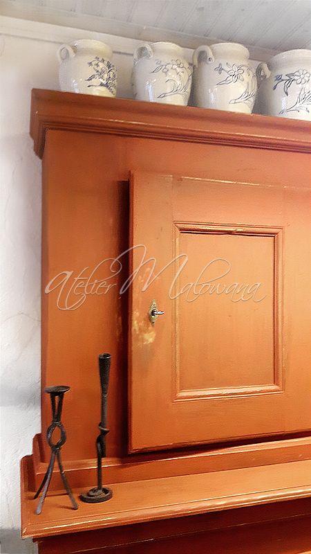 Ponad stuletni, ludowy kredens, malowany ochrą, zachowany w oryginalnym, doskonałym stanie. © 2016 Atelier Malowana. All rights reserved. http://ateliermalowana.pl/
