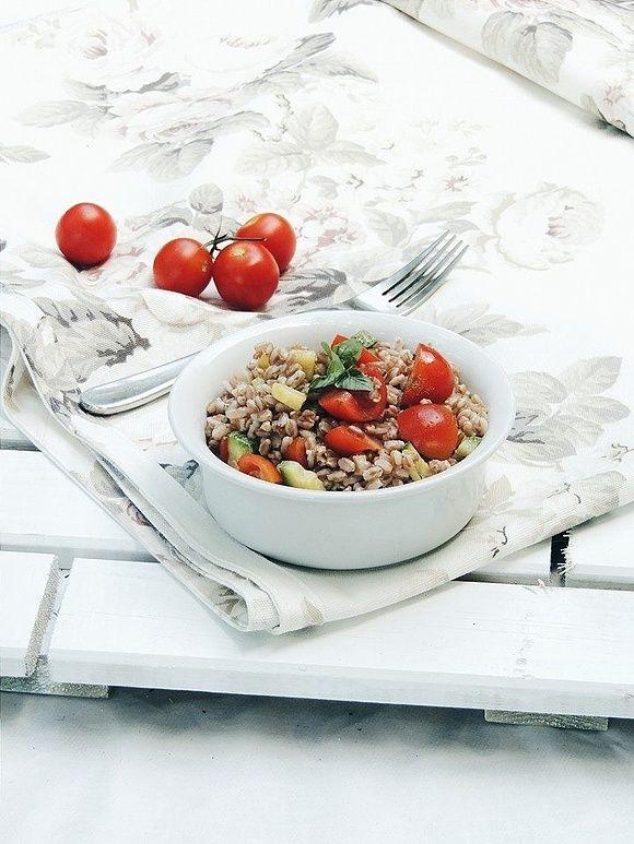 Insalata di farro , zucchine e pomodorini