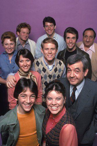 Ron Howard, Scott Baio, Henry Winkler, Marion Ross, Tom Bosley, Al Molinaro, Erin Moran, Don Most and Anson Williams in Happy Days (1974)
