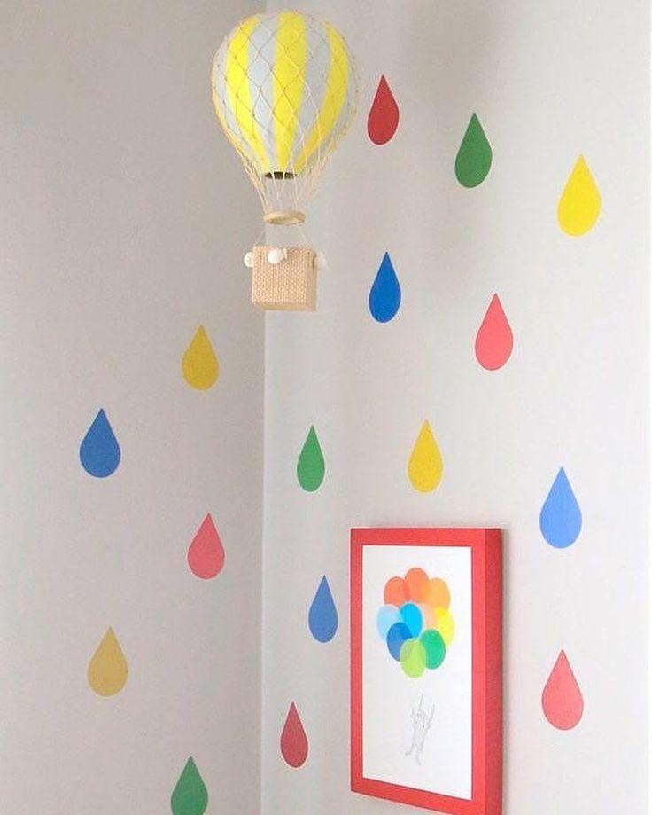 """381 curtidas, 7 comentários - Ideias de Mamãe (@ideiasdemamae) no Instagram: """"Cantinho bem colorido e alegre com nosso adesivo de gotinhas Didi e nosso balão Kiko. Pra entrar no…"""""""