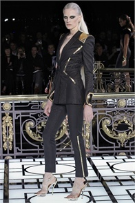 Atelier Versace - click on the photo and flip through complete collection on Vogue.it