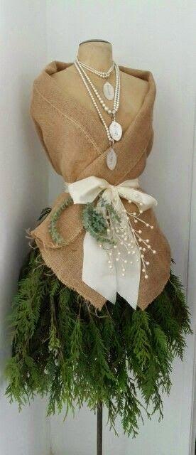 Suzy Homefaker: DRESS FORM CHRISTMAS TREE
