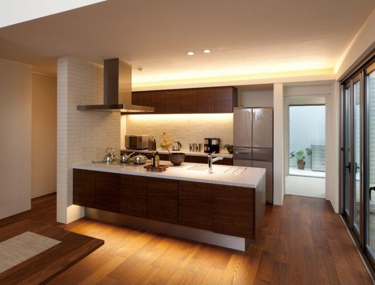 家族とのコミュニケーションを大切にできるキッチン。 奥様に嬉しい収納たっぷりのパントリーと家事動線を考えた間取りです。