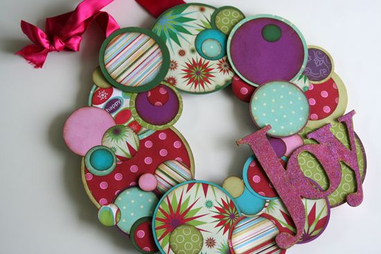 Beautiful paper wreath...: Christmas Wreaths, Circles, Crafts Ideas, Paper Wreaths, Christmas Crafts, Christmas Scrapbook, Leftover Scrapbook, Scrapbook Paper, Christmas Paper