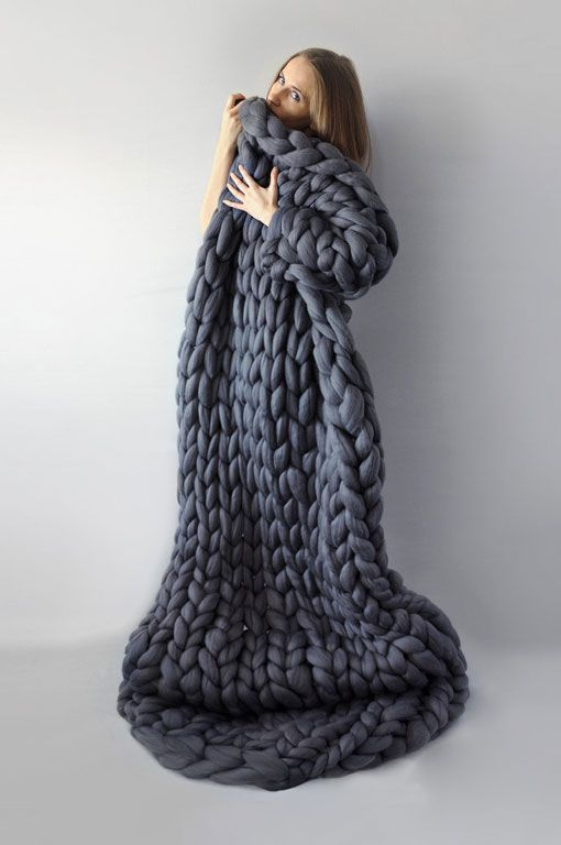 25+ best ideas about Chunky knit blankets on Pinterest Arm knitting yarn, C...