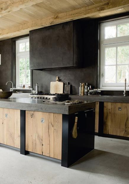 Mooi de robuuste look in de keuken. wat mij betreft is het zwart te heftig, dus dat zou ik dan veranderen in lichtere grijstinten. Ook het hout mag van mij wit...dan is het helemaal top!