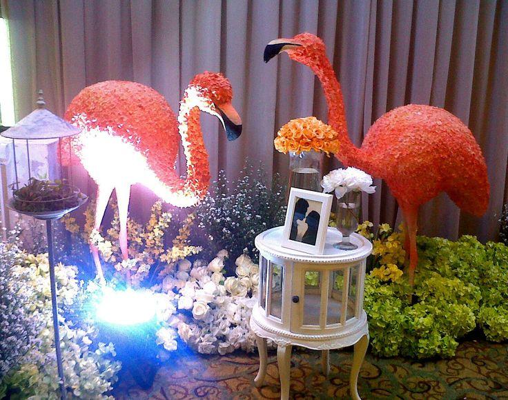 Flaminggo wedding deco