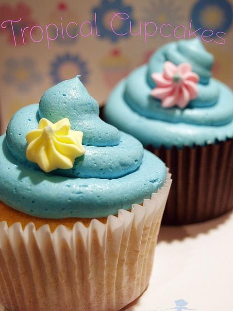 Tropical wedding cupcake design