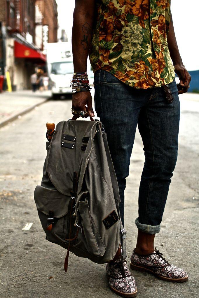 Floral shirt + dark jeans +pak