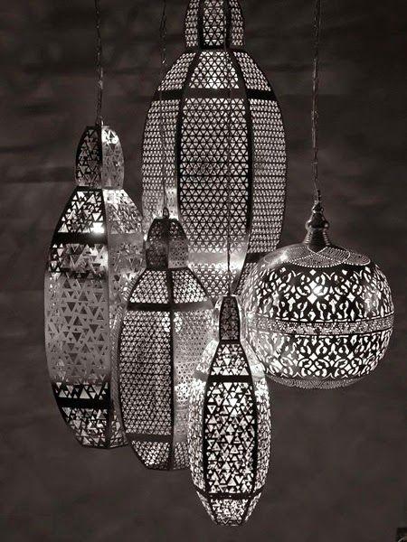 Marokańskie aranżacje wnętrza - srebrne lampy