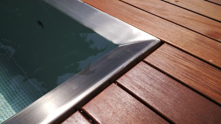 Overflow cover: the overflow trough is covered by terrace boards