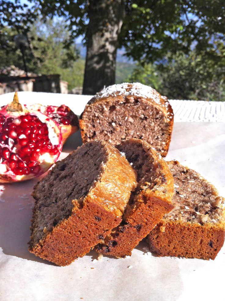 """Plumcake vegano alla melagrana (Ricetta e foto che mi ha generosamente regalato per il mio ricettario la blogger Camiria Tredicine, autrice del bellissimo blog """"Una V nel Piatto"""", presente anche qui! http://pinterest.com/camiria/ricette-una-v-nel-piatto/)   Pomegranate sweet bread  (vegan)"""