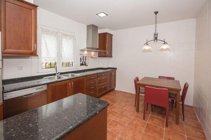 Cocina 2 cocinas de 22,40 m2 y 12,94 m2; totalmente