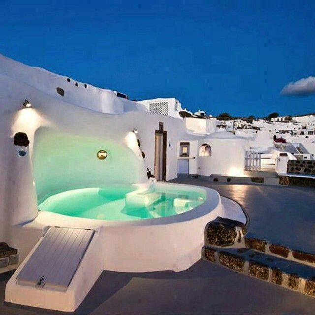 Le Spot Parfait #10 pour une soirée en amoureux #HotelJacuzzi #santorini #greece #sunset #beautiful #rooftop #bestplacetobe #hotel #piscine #nuit #paysage #sunset #landscape #sky #romantic #roofview #view #love #perfect #lifestyle #hotelview #hotellife #lover #night #romanticplace #hotelpool