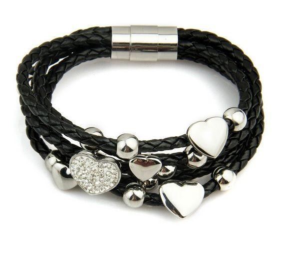 Kožený náramek s přívěsky - Srdce  Trojitý kožený náramek s ocelovým uzávěrem je zdoben celou řadou přívěsků. Inspirací pro tento náramek byla kolekce Story od světoznámé šperkařské firmy Kranz-Ziegler. Náramek můžete přizpůsobit vlastnímu vkusu či příležitosti a vytvořit, tak jedinečný šperk. Přívěsky můžete měnit dle vaší libosti - je možné je doplnit o nové modely či naopak některé odebrat. Přívěsky se na náramek nacvakávají. Uzávěr náramek je z chirurgické oceli nejvyšší kvality, takže…