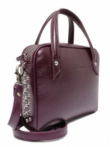 Bag is made from the highest quality grain leather in burgundy. On the sides are metal studs. From the inside it is decorated with jacquard, gray lining with delicate dots. The whole suspended on leather belt ended snap hooks, which can be removed. Each original handbag GOSHICO has a tab in the middle of our logo and website address. PRICE: 179.74 € http://goshico.com/kuferek-z-paskiem-rebel-1389.html