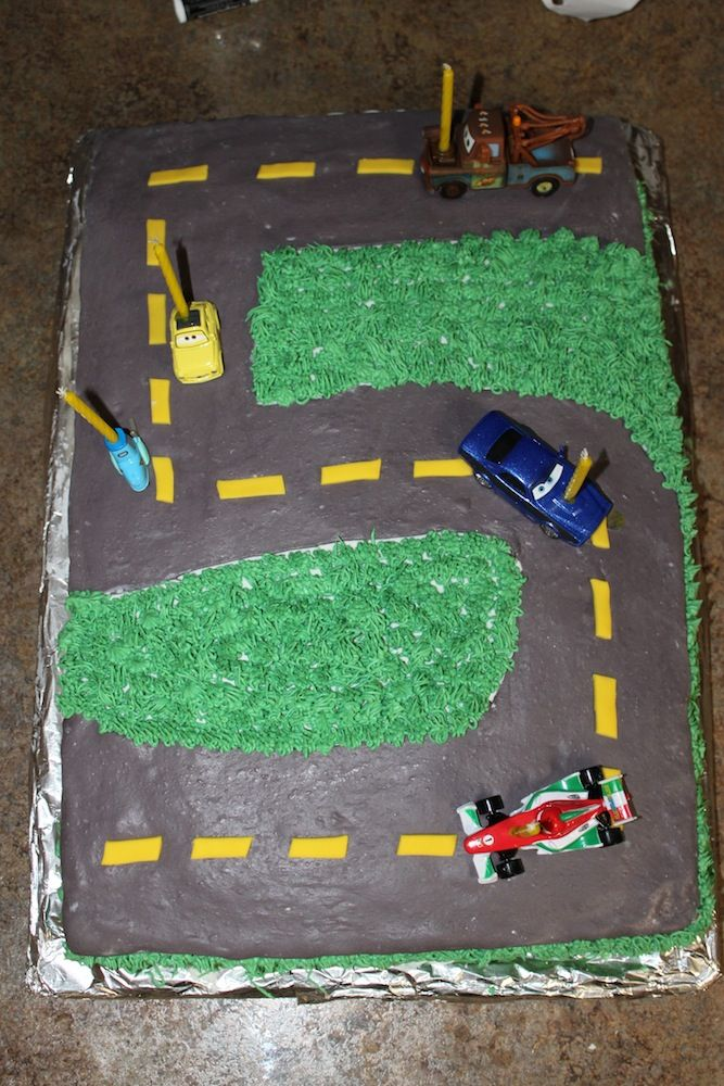 Rev up your kid's birthday with this cute 5th Birthday Car Cake from #Walmart Mom Lori.