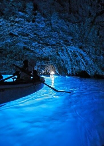 Summer Edition: 5 Must-Dos in Italy --> #2  Visit the island of Capri and boat into the Grotta Azzurra.