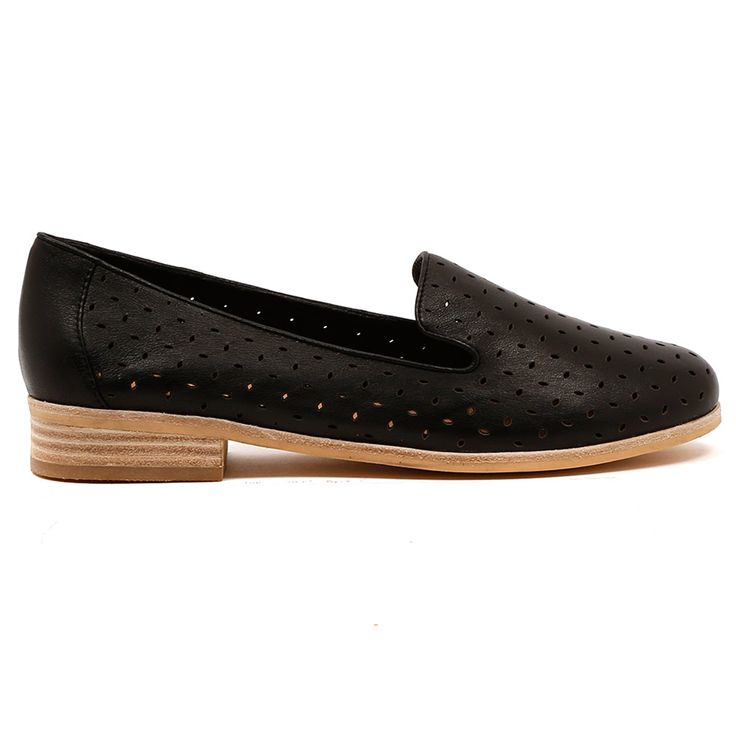 QUITEY by MOLLINI. Cute and wearable everyday Albert flats. A close sister to our classic Queff flats, pair these with black cropped trousers. Tres chic! Available in black and steel. Heel height is 2cm. Leather upper, leather lining. http://www.cinori.com.au/mollini/quitey/w1/i1203031_1001989/