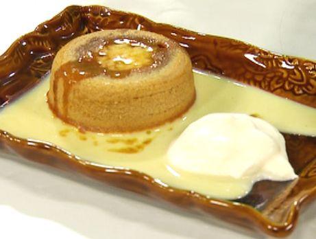 Kolafondant med romspetsad apelsinsås | Recept från Köket.se