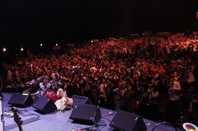 SCANDAL「全員をゾンビにして帰りたい!」ハロウィーンの衣装で圧巻ライブ披露 (画像 8/9)| 邦楽 ニュース | RO69(アールオーロック) - ロッキング・オンの音楽情報サイト
