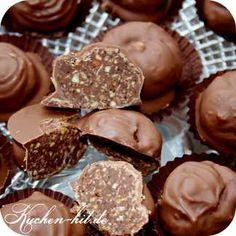 """Ausgefallene Pralinen Rezepte Wer seine eigenen Pralinen selber machen möchte, hat ein Rezept für Nutella Pralinen. Der Geschmack dieser Pralinen ähnelt ein wenig den bekannten """"Ferrero Rocher"""". Die Füllung dieser selbst gemachten Pralinen besteht aus einer knusprigen Waffel-Haselnusskombination und Nutella und wird durch eine Hülle Vollmilchschokolade bedeckt. Damit Euch das kugelförmige Formen der Pralinen leicht …"""