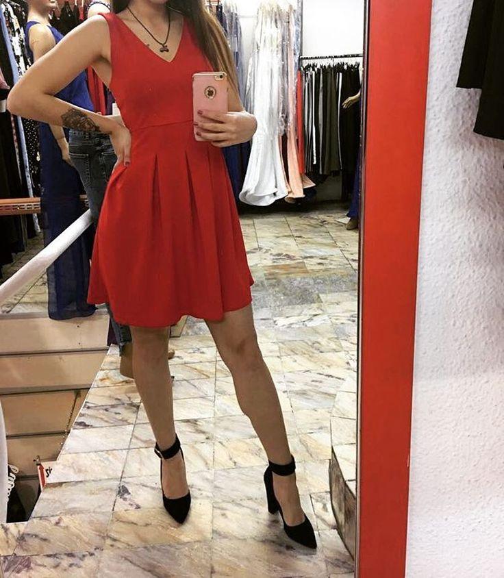 Kırmızı,siyah renkleri mevcuttur. S-M-L bedenli. Fiyat: 79₺  #osmanbey #jeans  #elbise #yenisezonelbise #tarz #renk #kalite #model #osmanbey #mezuniyet #mezuniyetelbiseleri #abiye #abiyeelbise #kadın #butik #güzellik #ayakkabı #yaz #düğün #pantolon http://turkrazzi.com/ipost/1515978610215913982/?code=BUJ1oOVAon-