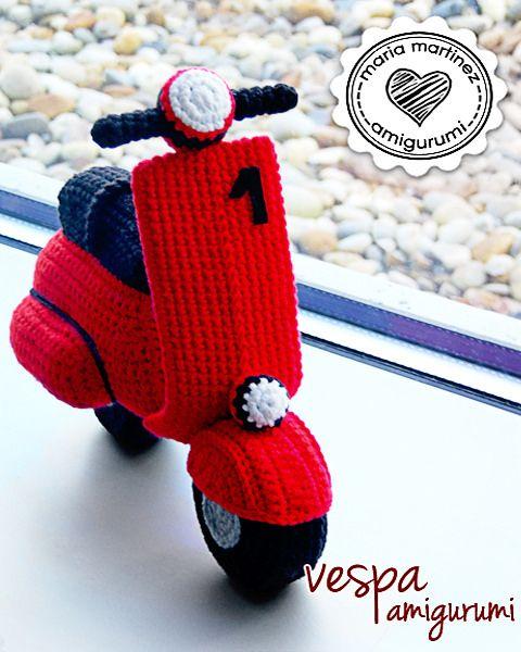 https://flic.kr/p/zqAHec | Maria Martinez Amigurumi Vespa Crochet | Maria Martinez Amigurumi: vespa tejida a crochet  Pedido entregado, ha gustado muchísimo.  Si te animas a hacerla tú, tienes el patrón en español en el blog Saekita.com (aquí saekita.com/vespa-ganchillo/ ) Asegúrate de ver los vídeos antes de empezar porque hay cosas que solo con el patrón escrito no entenderás.  Si quieres que yo te haga una, el precio son 30 euros + gastos de envío (para España incluyendo Canarias, 6…