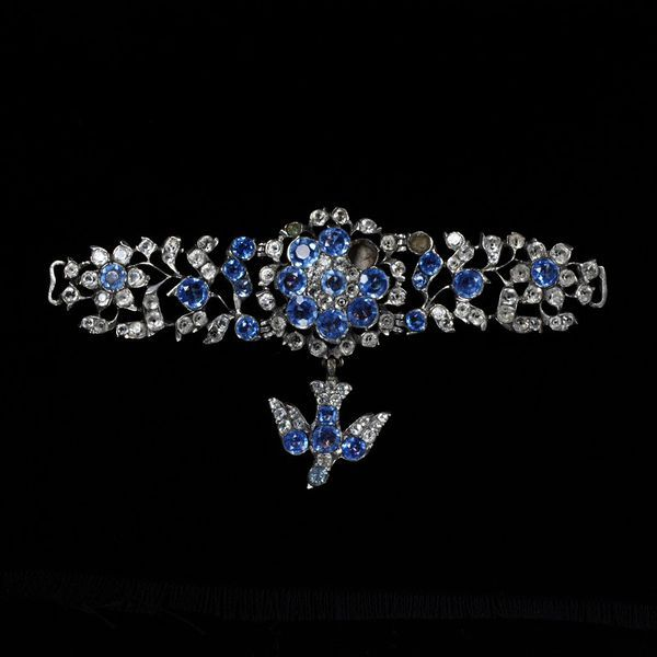 1760 French Necklet at the Victoria and Albert Museum, London - This would have been closed by two ribbons attached to the loops on either side.