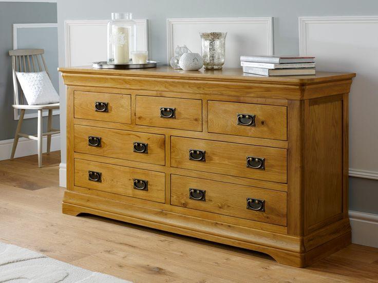 Best UK price guaranteed for the Farmhouse Country Oak large 3 over 4 chest of drawers.Made exclusively for Top Furniture from rustic American oak sourced from sustainable forests.  All drawers come with the strong and durable dovetail joints.  Finished with a hard wearing oiled wax to show of the charm and beauty of the oak timber.A very large oak chest of drawers with vast amounts of storage space.  These stunning pieces make a great focal point in a bedroom as well as being incredibly…