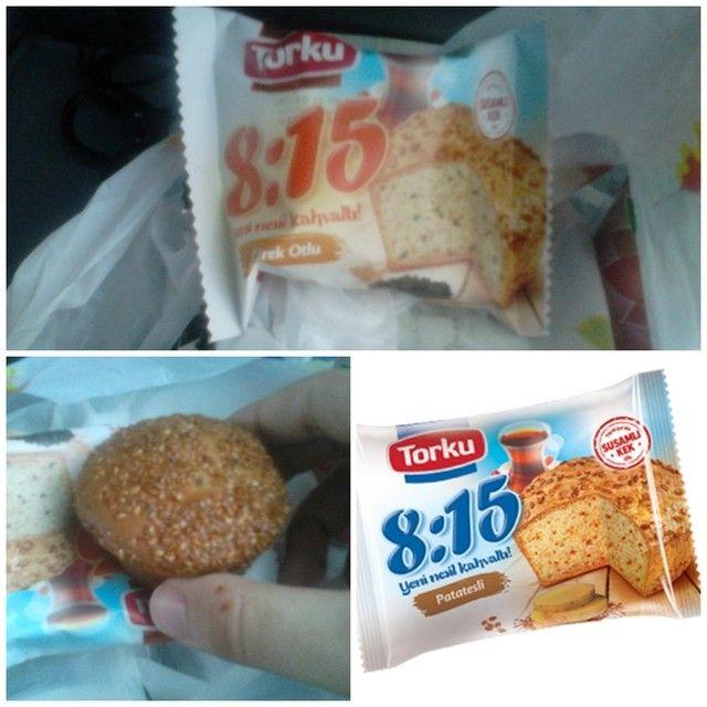 .@Torkucikolata'dan bir ilk daha: 8:15 Susamlı Kek! Çörek otlu ve Patatesli çeşitleriyle piyasada… Tuzlu olduğunu hatırlatayım, ilk yediğinizde şaşırabilirsiniz çünkü… :) Torku'nun Ar-Ge'sini bu üründen sonra bir kez daha takdir ettim.