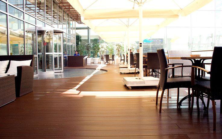Uygulandığı mekanın havasına estetik ve kalite katan dış mekan zemin kaplaması Pimawood, Hatüpen Plastik Pencere Sistemleri'nin özenli çalışmasıyla Ankara Mesa Plaza'nın dış mekan zeminine döşenmiştir.