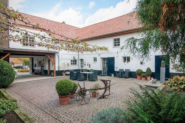 makelaar woning wonen limburg zuid-limburg hoeve gerenoveerd authentiek boerderij maastricht Reijmerstok