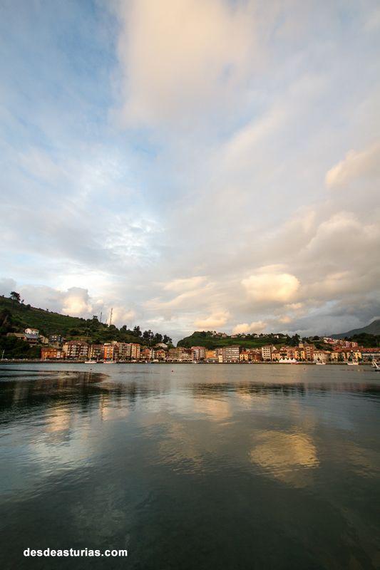 Ribadesella Asturias. Pueblos bonitos de #Asturias. [Más info] https://www.desdeasturias.com/la-villa-de-ribadesella/ https://www.desdeasturias.com/asturias/que-ver-y-que-hacer/que-ver/