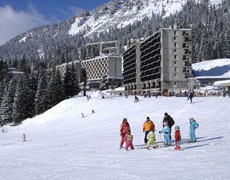 Fransa'da en güzel kayak pisti olan Flaine, yamaç paraşütü ile gökyüzünde inmeyi deneyin. #Maximiles #Flaine #Fransa #France #kışturizmi #kayak #kayakmerkezi #kar #kartaneleri #spor #kışsporları #otel #gidilecekyerler #gezilecekyerler #turizm #turizmmekanı