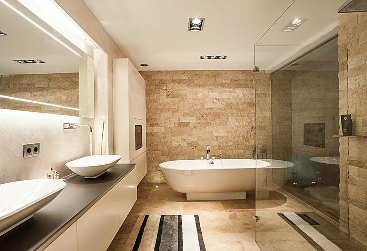 edles bad mit aufsatzbecken und freistehender badewanne. Black Bedroom Furniture Sets. Home Design Ideas