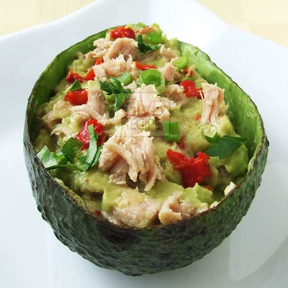 Avocado tuna      1 avocado      4 tbsp canned tuna      ½ lemon, squeezed      1 tsp olive oil      2 tbsp chopped parsley      2 green onions, chopped      1 large roasted red bell pepper, chopped      salt to taste