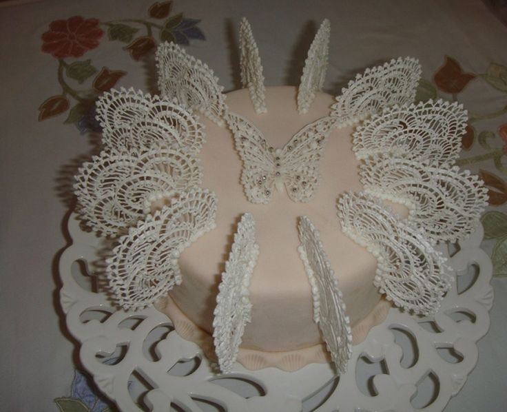 Lace Piping Cake Decorating : 130 best Cakes Royal Icing images on Pinterest Royal ...