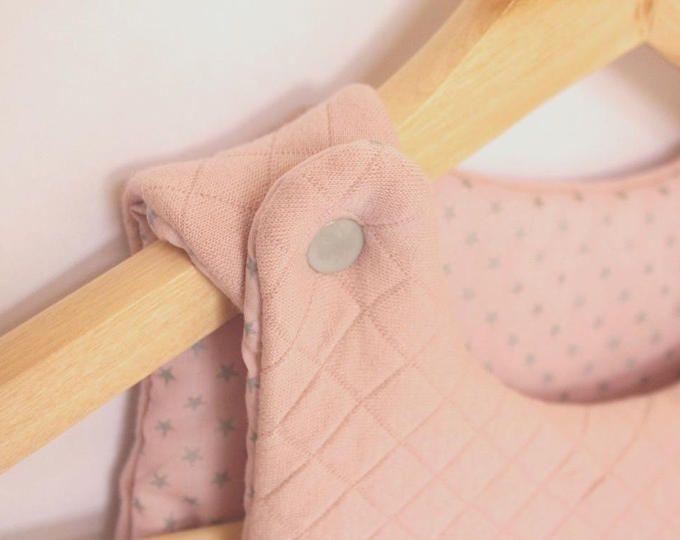 Nouveauté: Turbulette gigoteuse naissance (0-6 mois) coloris rose tendre et passepoil argenté - tissus France Duval Stalla.