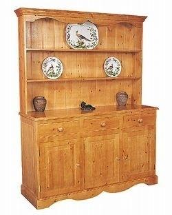 Beautiful traditional style dresser
