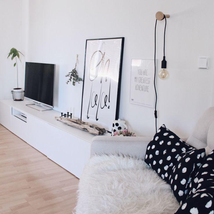 Paus (@bohoandnordic) neues Wohnzimmer mit Gràcia an der Wand. Was sagt ihr? Herrlich, oder? ☀️